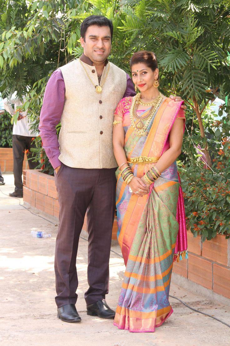 @ujjwala_n Cute Traditional South Indian Couple. Pre wedding photoshoot. India. Bangalore. Wedding photoshoot. couple smiling.