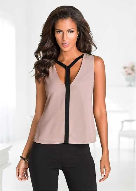 Veja agora:Linda blusa sem manga, com detalhe de recorte na frente, decote V.
