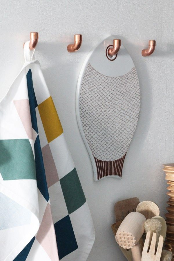 DIY by Finnish blogger Naku'sBambula: copper hooks made from plumbing parts