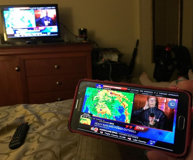 When your cable Apple TV & Google Chromecast fail hack what you've got. Screen cast to the Samsung tv on a spare Note 5 through your @samsungusa Blu-Ray player. At least we can stay updated. The silence in this room was deafening & my stress level is DEFCON OMG. #Irma #HurricaneIrma #irmagerd #staysafe ( to the @dvdnetflix fam for this!!)