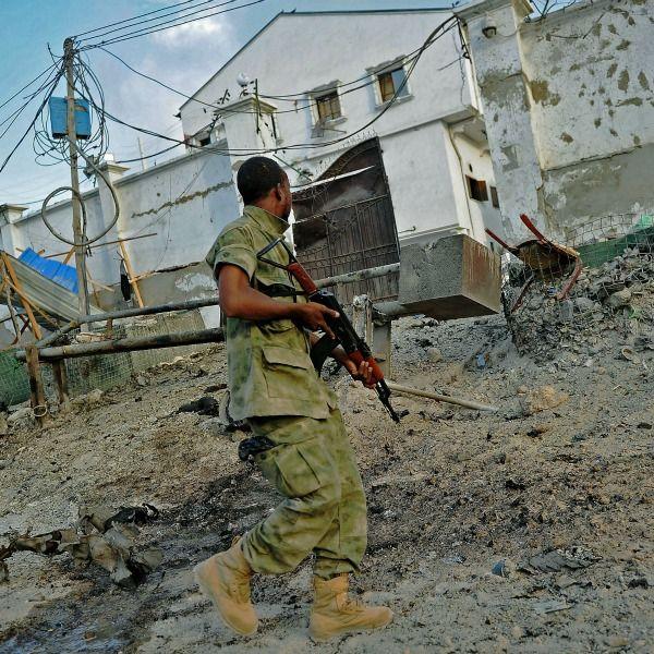 Al-Shabab siege at Somali hotel ends, 24 dead: Official  http://www.dnaindia.com/world/report-al-shabab-siege-at-somali-hotel-ends-24-dead-official-2072742
