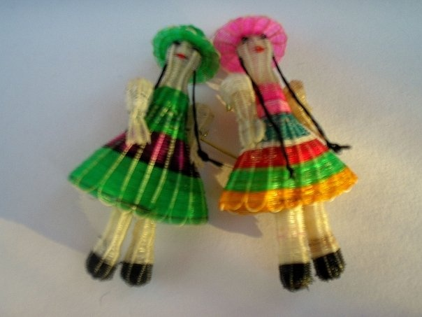 These traditional figures are made weaving horsehair (crin).