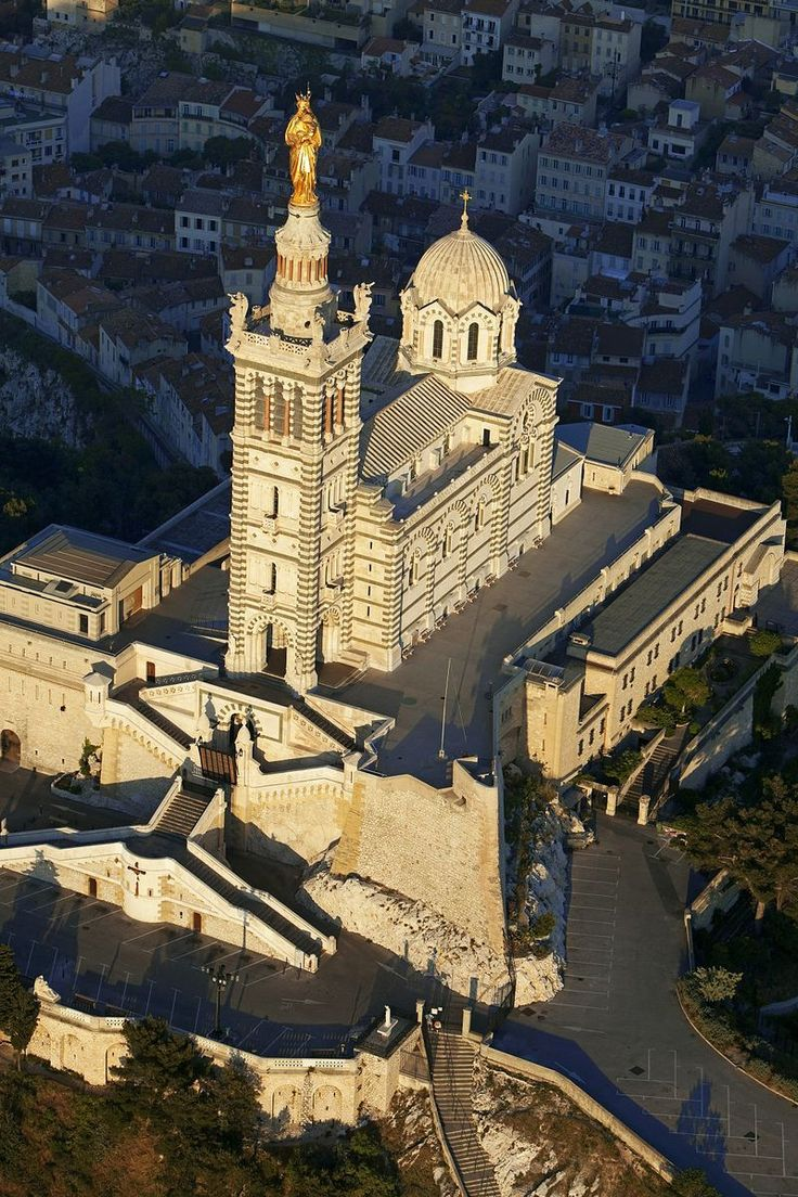 Notre Dame de la Garde Marseille, vue du ciel.  The view from the basilica was amazing. Never have I seen such blue waters