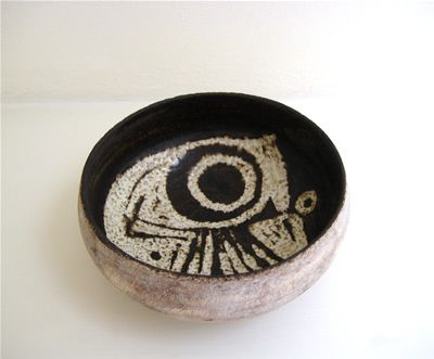 striking HANS COPER (1920-1981), Bowl with semi-abstract design, c. 1955  stoneware with wax resist design, diam 14 cm