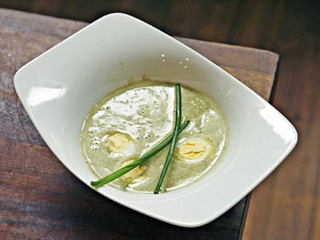 Soppa på ängssyra med vaktelägg (kock Per Morberg)