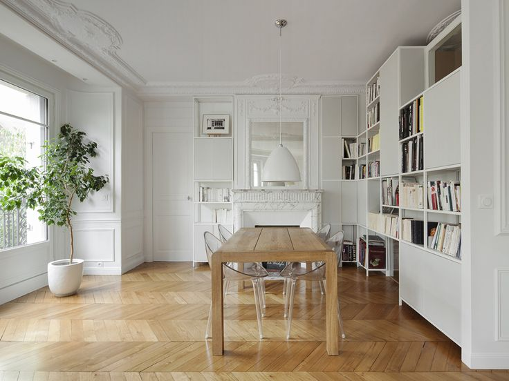 Apartment in Paris, Mr Impossible Chairs by Philippe Starck for Kartell /// Appartamento a Parigi, sedute Mr Impossible di Philippe Starck per Kartell  • Project Batik Studio