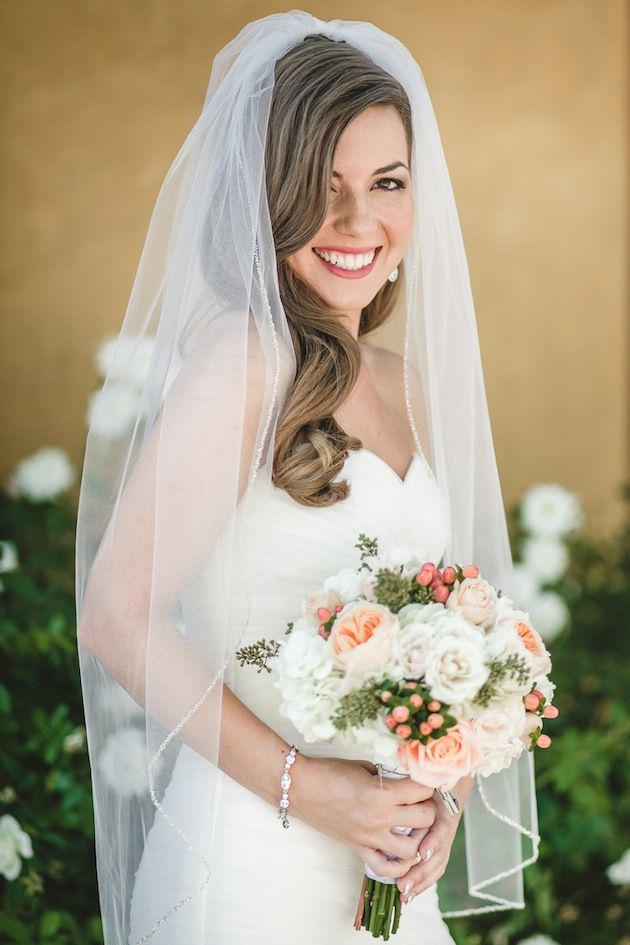 Love this bride's fingertip veil and soft peach bouquet // Anita Martin Photography