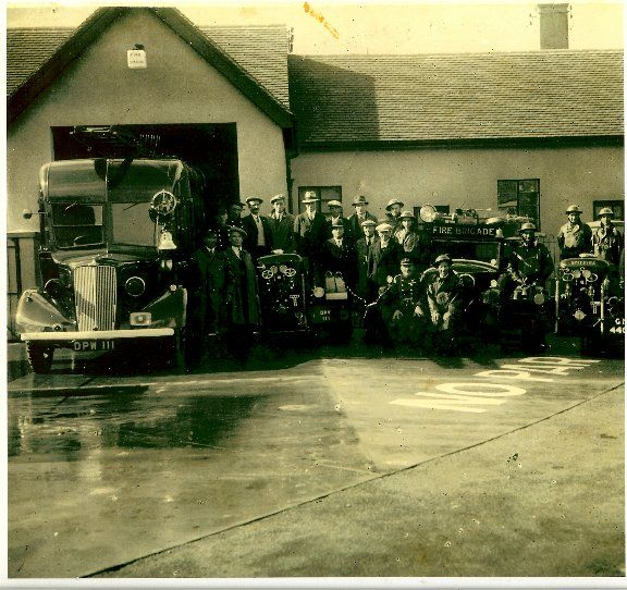 Groups (PG) - DMDHS:2009.061.1 - Discover Downham Photos
