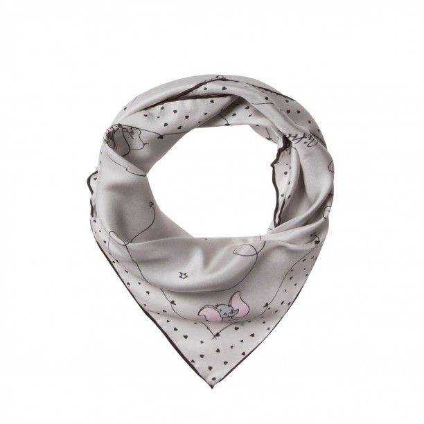 Seiden-Tuch mit Dumbo-Muster light grey | Farbenfroh, qualitativ hochwertig und unkonventionell - diese Attribute kennzeichnen das hübsche Tuch im unverkennbaren CODELLO-Design. Es besteht aus reiner, fließender Seide, die der Haut schmeichelt. Das Design mit dem verspielten Dumbo-Muster macht jedes Outfit im Handumdrehen zum Eyecatcher.  Dumbo-Muster |  Größe: 53 x 53 cm