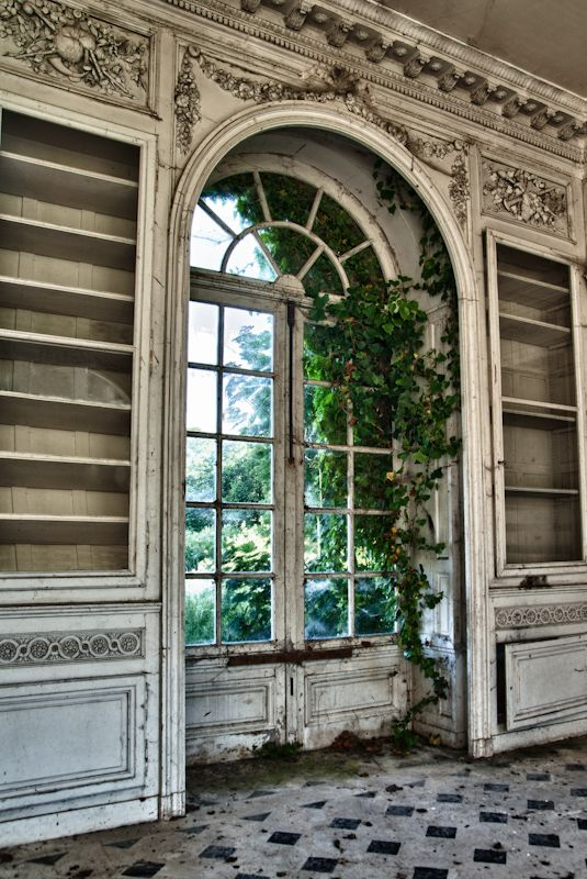 Forgotten Château abandoned