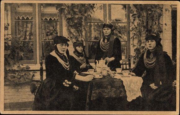 Ansichtskarte / Postkarte Altländerinnen in Nationaltracht, Vier Frauen, Halsketten   akpool.de