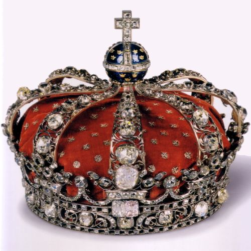 SWEDEN - QUEEN LOVISA ULTIKA CROWN (1751) : Queen Lovisa Ultika's (Prussian) Crown was made in Stockholm by Andreas Almgren. It was modelled after Ronde's French crown made for Marie Leszcynska (Polish Princess) for her wedding to Louis XV of France. This crown was used from 1751 for the coronation of Swedish queens.