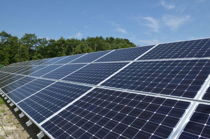 O setor de energia solar fotovoltaica deverá registrar diversas novas atividades neste ano. Com o início das operações de várias usinas solares contratadas nos últimos anos e também alguns empreendimentos no setor trocando de mãos, por meio de aquisições, o Brasil deverá atingir o primeiro gigawatt (GW) em capacidade instalada em usinas solares já em 2017. Essa informação é do presidente da Associação Brasileira de Energia Solar (Absolar) Rodrigo Sauaia, que destacou a importância do país…