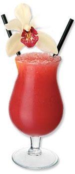 SEX ON THE BEACH 1 1/4 Onza de Vodka 1/2 Onza de Licor de durazno 1 1/2 Onza de Jugo de arándanos 1 1/2 Onza de Jugo de piña 1 cucharada de Granadina -Verter los ingredientes en un vaso hurricane y revolver