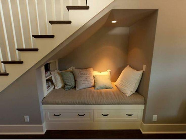 coin lecture sous-escalier