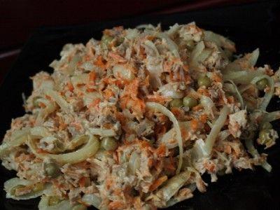 Салат «Наслаждение» с мясом и маринованным луком : Салаты