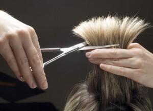 Come stimolare la crescita dei capelli con rimedi naturali. I capelli lunghi hanno senza dubbio il loro fascino e anche se è solo una questione di tempo il fatto che crescano, ci sono persone che vorrebbero risultati più rapidi. Per gli impazienti c'è sempre u...