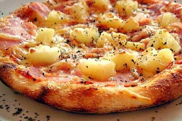 Een heerlijk pizza recept met ananas. Ook wel pizza Hawai genoemd. Deze lekkere frisse combinatie is zeker een aanrader. Bekijk hoe jij dit zelf kan maken!