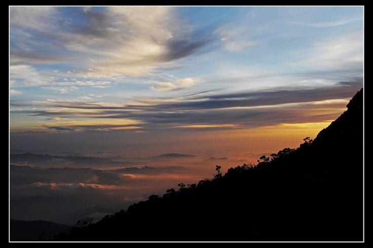 https://flic.kr/p/5r9byg   Puesta de sol en el Monte Kinabalu, Borneo...   En el largo camino a la cumbre del Monte Kinabalu (4102 metros) de Borneo, Malaisia...