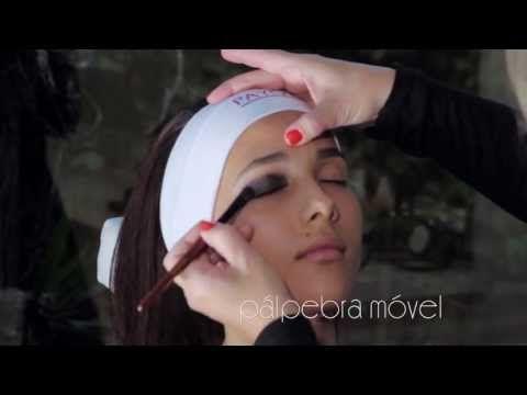 Assista esta dica sobre Maquiagem Payot olho preto esfumado e muitas outras dicas de maquiagem no nosso vlog Dicas de Maquiagem.