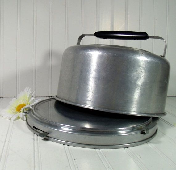 Mid Century Cake Carrier - Vintage Mirro Aluminum Locking 1950s - Shabby Chic Metal Bakery Keeper