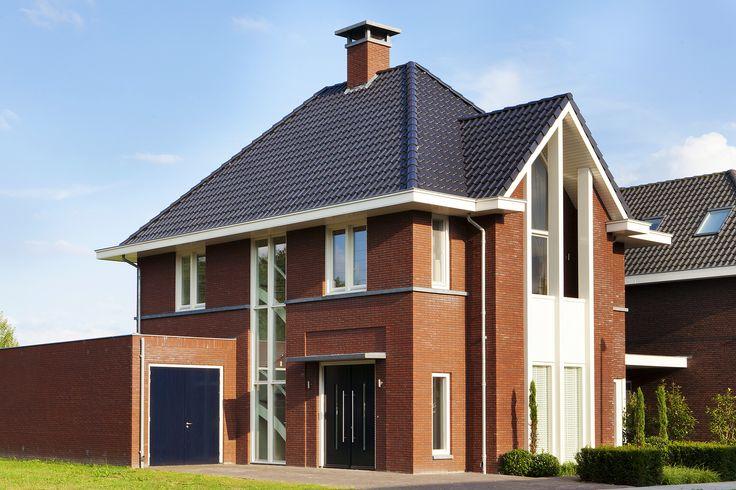 moderne jaren dertig geïnspireerde woning   een royale woning in een jaren dertig stijl met een moderne uitsraling en een markante loggia