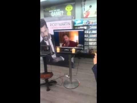 """¡Video llamada de Ricky Martin exclusivamente para los fans de El Duende! Así disfrutamos la presentación exclusiva del nuevo disco """"A quien quiera escuchar"""" en El Duende Oakland Mall. #RickyMartin #RickyAQQE #DisparoAlCorazon #ElDuendeLoves #Guatemala"""