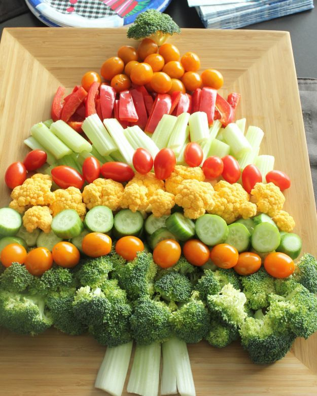 Healthy #Christmas tree vegetable platter - pair with easy onion dip and you're set! | http://thebestthingieverateandthensome.wordpress.com/2013/12/20/creative-christmas-recipe-ideas-for-your-next-holiday-potluck/