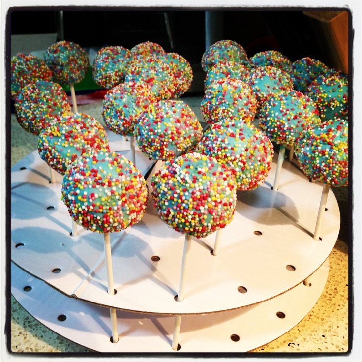 Second attempt at cake pops! A bit easier with the new stand :)