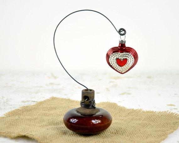 Vintage Doorknob Picture Holder / Wire Picture Holder