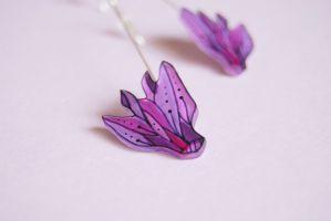 Cyclamen flower earrings by la-cravatte-du-chien