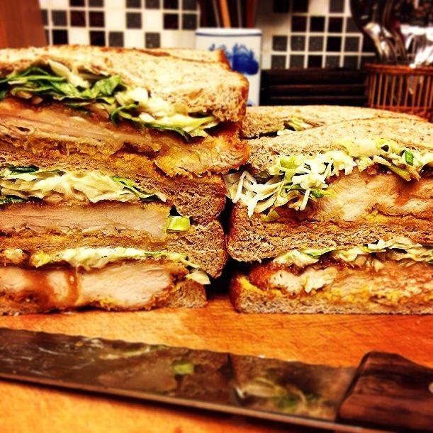 くららちゃんの見て食べたくなって、 今日の長男のお弁当と、私のお昼用に久しぶりに作りました 今日からまたパパが出張でいないので、 気合の意味も込めて(爆笑) がんばるぞー! - 224件のもぐもぐ - Chicken sandwiches!!! by Yuka Nakata