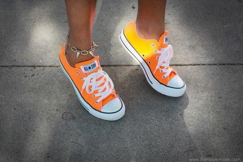 Oranje converse..