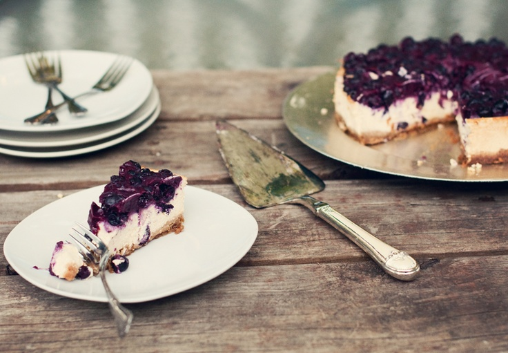 Blueberry Cottage Cheesecake: a high protein, low sugar, low fat dessert made with cottage cheese and Greek yogurt!