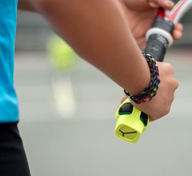 ZEPP Tennis - 3D Bewegungsanalyse Einfach und robust Der ZEPP Tennis 3D Sensor wird ganz einfach mit einem der beiden mitgelieferten Mount Kits am unteren Ende des Tennisschlägers befestigt. Zwei Varianten sind enthalten: Flexible Befestigung (abnehmbar) PRO Mount (wird am Schläger fixiert)