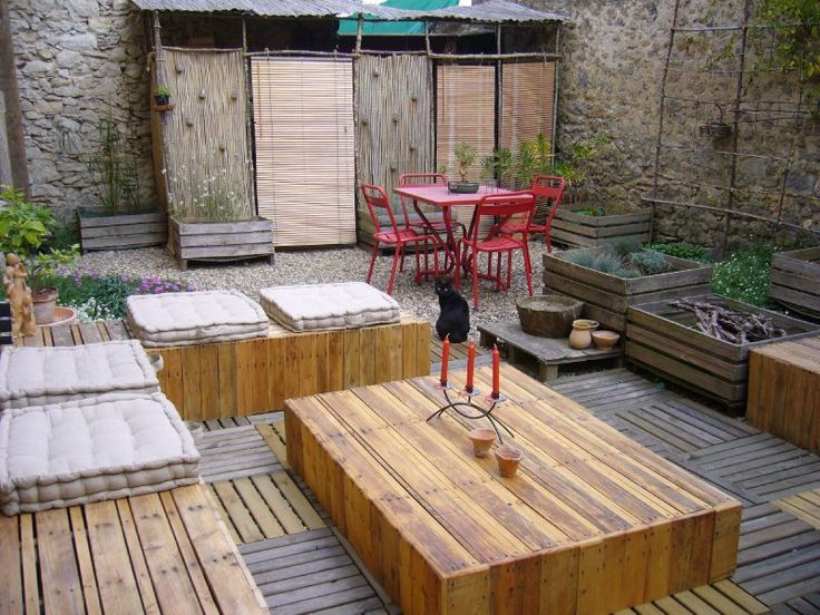 Outdoor pallets furniture