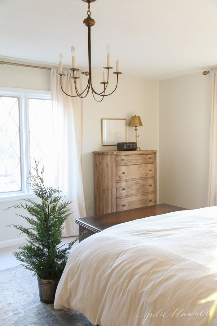 tips to decorating between the seasons and