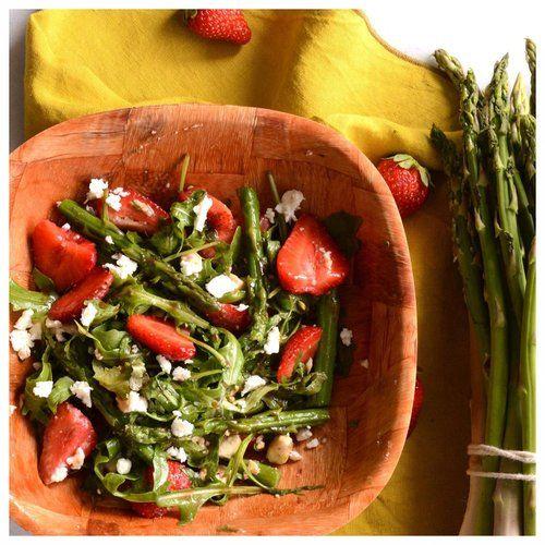 Σαλάτα με σπαράγγια, φράουλες και φέτα — Paxxi