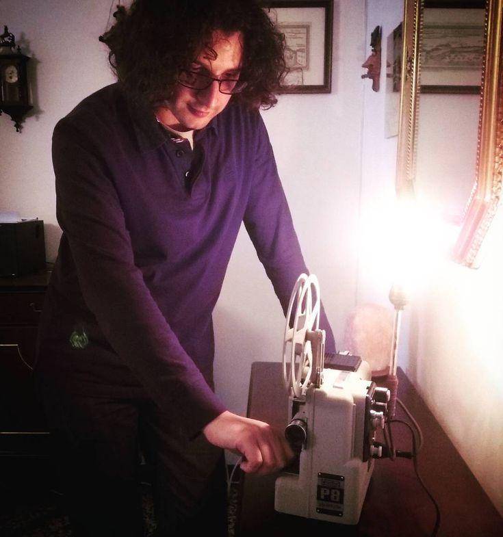 "Rici86 | Sara R. (@ricinisaorsa) su Instagram: ""#Engineer at work: repurposing an old projector. #engineers #engineeringlife #engineering #DIY…"""