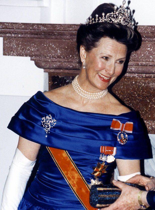 1994 I TYSKLAND: Sonja dukket opp i den samme kjolen hos Tysklands presidentpar i april 1994 - dene gang med vakre perlesmykker etter dronning Maud.