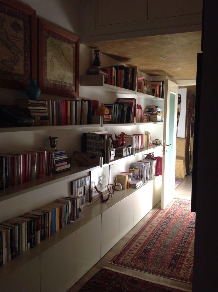 Libreria nel corridoio