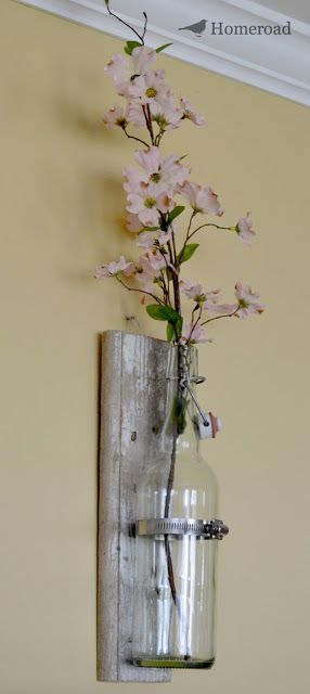 An Easy Rustic Wall Vase you can make from things you may already have at home! http://www.homeroad.net/2013/04/rustic-wall-vase.html
