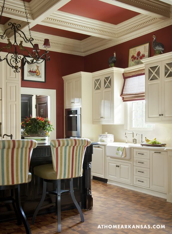 Design by Kaki Hockersmith | Photography by Nancy Nolan | At Home in Arkansas Magazine | www.athomearkansas.com  #traditionalstyle #colorfulkitchen #kitchen