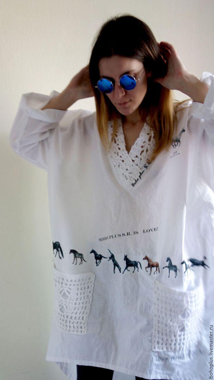 Купить или заказать Блуза их хлопка в стиле бохо ' Аллюр' в интернет-магазине на Ярмарке Мастеров. Аллюром моя лошадка В галоп и по полю лечу Ах сколько мгновений бывало.... Необычная блузка из хлопка с вязаными деталями. С криволинейным низом блузы и декором -печать лошадей. Любительницы таких вещей будут в восторге.