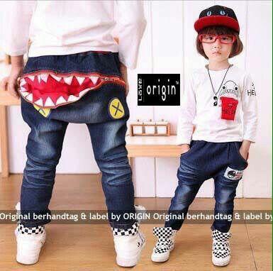 Origin Dommo Kids || 90.000 || Atasan Bahan Spandek Motif Printed Good_Celana Bahan Jeans Wash_Variasi Resleting Bagian Belakang || fit 3_5th atasan: ld68 pj40 celana: lp56 pj60 || PK