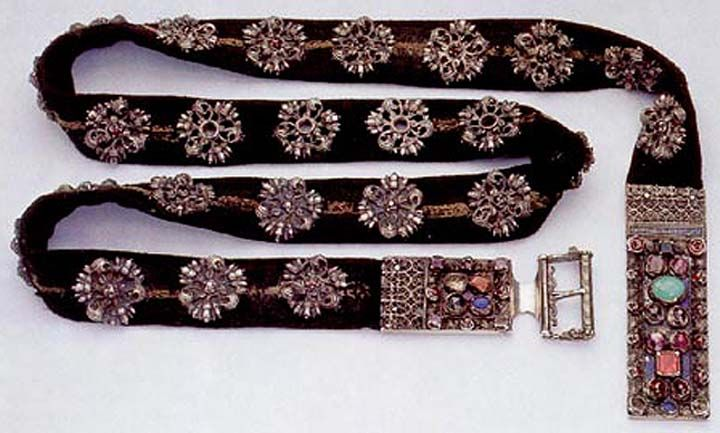 Belt of noble lady from end of 15th century, silk decorated by silver rose with Czech garnet,  Dějiny hmotné kultury; Petráň.