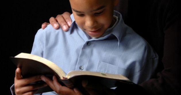 Como ajudar os filhos a construírem um testemunho de Jesus Cristo através das escrituras sagradas