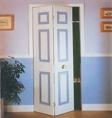 • • Vikdörrbeslag 772 kr   bild 1 se annan bild ----Totalt inkl. moms: 1.041,50 kr---- Bifold B10/2 beslagsats är en komplett sats för lätta vikdörrar inomhus.  Max 15 kg / dörrblad. Beslagsatsen är för en vikdörr med 2 stycken dörrblad och en maxbredd på 1065 mm. Komplett med skena, styrningar, skruv samt monteringsanvisning. http://www.hyllcenterumea.se/vikdorrs-beslag-p-135-c-156.aspx