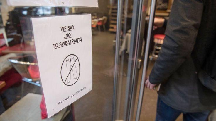 Stuttgart: Café LeThéatre sorgt mit vermeintlichem Jogginghosen-Verbotfür Furore - SPIEGEL ONLINE