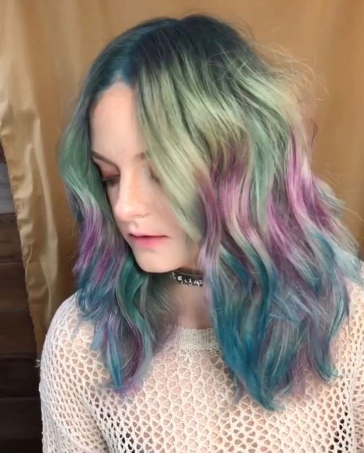 This Colorist Dyes Her Client's Hair Vertically and the Results Are STUNNING
